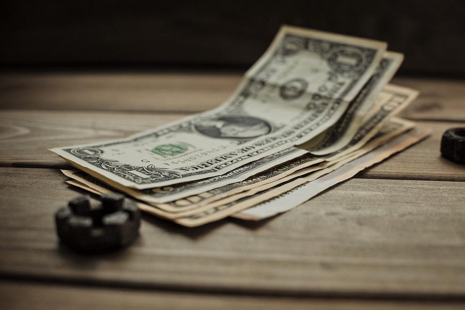 dolary na stole